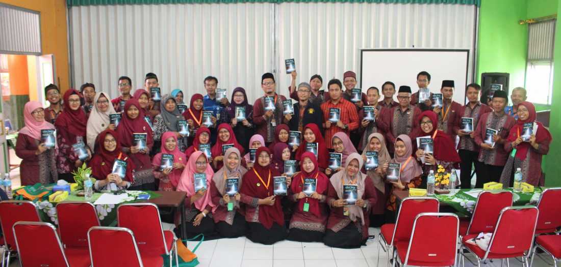 Launching Buku Pertama Karya Guru Karyawan Mukarta -Jalan Sunyi Seorang Guru-